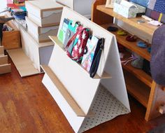 senhouse: Portable display shelves and print smear