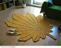 Olá!!!   Muito lindo este tapete de folha de parreira, não é?   Você pode usar barbante Barroco Maxcolor nº 6 para confeccionar...   Espero...