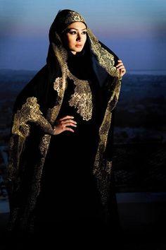 love the gold Muslim Women Fashion, Islamic Fashion, Niqab Fashion, Fashion Dresses, Moroccan Bride, Moslem, Turban, Middle Eastern Fashion, Mode Abaya