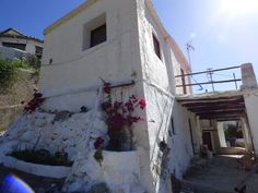 Los Montoros, Ugijar, Alpujarra, Granada. BARGAIN!! Beautifully renovated semidetached villa of 125m2 with 2 bedrooms, 2 living rooms and 2 terraces in the hamlet of Los Montoros, has beautiful mountain and countryside views.  ONLY 42.000 Euro