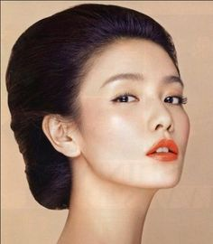 Repin your favourite bridal look, this one is for Asian makeup with peachy red lips and nude eyes.