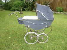 vintage royale dolls coach built pram wooden body for restoration Vintage Pram, Vintage Dolls, Pram Stroller, Baby Strollers, Prams And Pushchairs, Dolls Prams, Old Dolls, Outdoor Furniture, Outdoor Decor