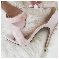 #charlottefisher thinks pink in our #Missguided Francesca Faux #Fur Heeled Sandals.
