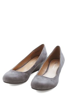 Commuter Genius Wedge in Grey. An any-occasion, mid-height wedge thats comfortable and sophisticated? #grey #modcloth