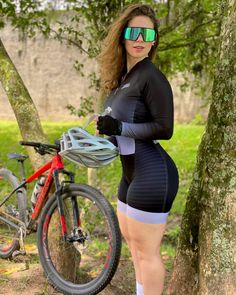 Image may contain: one or more people, bicycle and outdoor Bicycle Women, Bicycle Girl, Sexy Outfits, Sport Outfits, Cycling Girls, Cycle Chic, Biker Girl, Athletic Women, Sport Girl