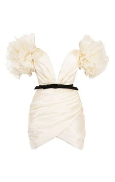 Cut from a beautiful organza, it has ultra dramatic ruffle sleeves, a corset bodice and draped skirt. Stage Outfits, Teen Fashion Outfits, Classy Outfits, Look Fashion, Pretty Outfits, Pretty Dresses, Fashion Dresses, Fashion Design, Gothic Fashion