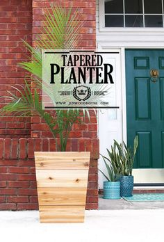 How to build a DIY modern, tapered cedar planter - free design plans and tutorial from Jen Woodhouse