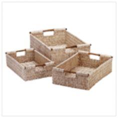 Corn Husk Nesting Baskets w/bamboo handles pretty and Seagrass Storage Baskets, Wicker Baskets, Corn Husk Crafts, Bathroom Baskets, Organize Fabric, Large Baskets, Eco Friendly House, Basket Decoration, Basket Weaving