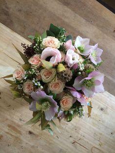 #bouquethivernal #hellebore #anemone  www.madame-artisanfleuriste.com