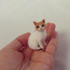 Another tiny needle felted cat by Nel Vicoletto