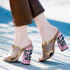 Batalha fashion: flatform X mules