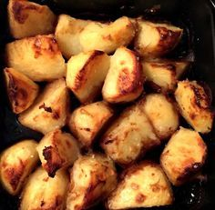 Slimming World Oxo Roast Potatoes - WitWitWoo I've mentioned these Slimming World Oxo roast potatoes a couple of times and the kids love these. I've served them with a traditional roast but also with Slimming World burgers. Slimming World Burgers, Slimming World Dinners, Slimming World Recipes Syn Free, Slimming World Syns, Slimming Eats, Vegetarian Recipes, Cooking Recipes, Healthy Recipes, Diet Recipes