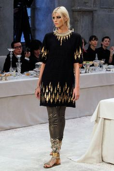 Oh my gosh! Look at the cuff of the leggings! Chanel Bombay fashion show