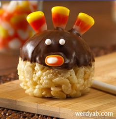 How to make Turkey Pops: a cute and easy Thanksgiving dessert! Great for kids to make, too!