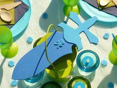 Planet-Box.de - #Verleihkiste Ritter -  Mottoparty - Kindergeburtstag aus der Box! Verleihkiste: aussuchen, ausleihen, feiern! - Ritter-Kostüme, Dekoration und Spiele einfach auspacken und einen unvergesslichen Kindergeburtstag erleben. Tischdekoration, Raumdekoration für den Kindergeburtstag zum ausleihen. Kostüme für tapfere Ritter! Verleihkiste - Kostümparty - Ritter-Kostüm - #Mottoparty zum ausleihen. www.Planet-Box.de