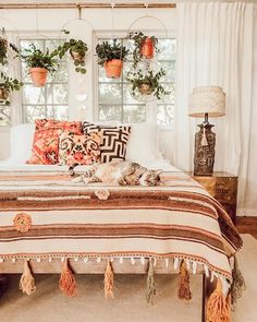 Bohemian Minimalist with Urban Outfiters Bedroom Ideas Bohemian bedroom ideas are able to help you create a relaxing, laid-back space. Owing to that, it is logical that some sort of cool phone accessory wo. Bohemian Bedroom Design, Bohemian Bedrooms, Bohemian Bedroom Decor, Home Decor Bedroom, Living Room Decor, Master Bedroom, Diy Bedroom, Bedroom Inspo, Bohemian Comforter