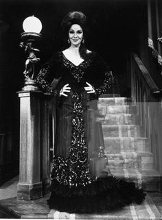 Actress Geraldine Page as Regina in stock production of the play The Little Foxes. Old Hollywood, Hollywood Actresses, Classic Hollywood, Geraldine Page, Little Fox, Foxes, Awards, Goth, Play