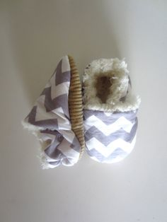 Gray Chevron Soft and Fluffy Baby Shoes van jengalaxy op Etsy, $22.00