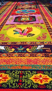 alfombras-hechas-de-aserrín-en-antigua-guatemala