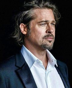Brad's Best Looks - My Choices - PIC - Around 2014 look. I'm sorry guys but I'm really into Brad's daddy look. Beard And Mustache Styles, Beard No Mustache, Beard Styles, Brad And Angelina, Angelina Jolie, Hollywood Actor, Hollywood Stars, Jennifer Aniston, Peter Lindbergh