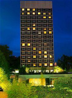 Hotel InterContinental Geneva, Facade view by night.   Facade de Nuit de l'Hôtel InterContinental Genève