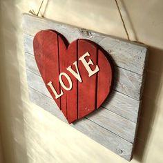 Cuadro Corazón. Cuadro realizado con madera de pino reciclada Pedestal, Bamboo Cutting Board, Pine, Paint, Wood