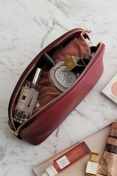 Eye Makeup Tips, Makeup Kit, Beauty Makeup, Makeup Bags, Chanel Makeup, Lip Makeup, Inside My Bag, Girly, Purse Organization