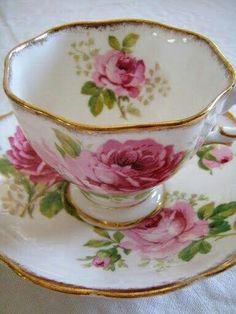 Tea cupAmerican Beauty Royal Albert