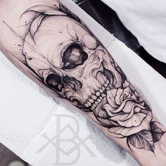 "O estilo ""Blackwork"" na tatuagem brasileira - Hand Tattoos, Skull Rose Tattoos, Skull Sleeve Tattoos, Black Tattoos, Black Work Tattoo, Tattoo Design Drawings, Skull Tattoo Design, Tattoos For Guys Badass, Tattoos For Women"