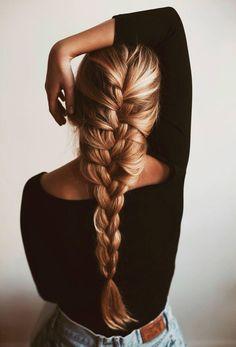 Loving this loose French braid.