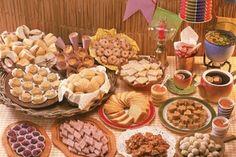 Festa Junina Decoração Simples – MundodasTribos – Todas as tribos em um único lugar. Bento, Bridal Shower, Baby Shower, Party Gifts, Finger Foods, Open House, Party Time, Catering, Buffet