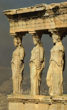 GRECJA: Erechtejon Akropol) - kariatydy Greece: Erechtion at Acropolis - caryatids