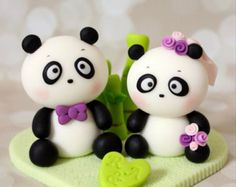 The topper is about 4 wide and 3 in height. The pandas ( bride and groom ) are sitting on a heart base and decorated with bamboo around. Fondant Figures, Fondant Cake Toppers, Fondant Cakes, Cupcake Cakes, Cupcakes, Cupcake Toppers, Cake Decorating With Fondant, Cake Decorating Techniques, Cake Decorating Tutorials