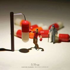 We like tiny things here on Friday Favourites, and we love Tanaka Tatsuya's 'Miniature Calendar' project. Since Tatsuya has been creating miniature dioramas using everyday objects and adding them … Miniature Photography, Toys Photography, Creative Photography, Figure Photography, Photo Macro, Miniature Calendar, Small Figurines, Miniature Figurines, Tiny World