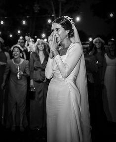 Wedding Photoshoot, Wedding Pics, Chic Wedding, Perfect Wedding, Wedding Styles, Dream Wedding, Vogue Wedding, Bridal Gowns, Wedding Gowns