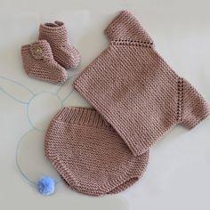 Patrón Conjunto Básico Bebé 1 postura Knitting For Kids, Baby Knitting Patterns, Hand Knitting, Baby Pullover, Baby Cardigan, Crochet Baby, Knit Crochet, Crochet Shorts, Knitting Basics