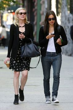 3ca37aa417f4 Kirsten Dunst Leather Tote - Kirsten Dunst accessorized her casual outfit  with a classic black leather bag.