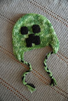 My kids are super crazy in all things Minecraft. Even their birthday parties are Minecraft theme. I'll make them Creeper hat. Minecraft Crochet, Minecraft Crafts, Minecraft Stuff, Minecraft Tips, Minecraft Projects, Creeper Minecraft, Crochet Kids Hats, Crochet Baby, Knit Crochet
