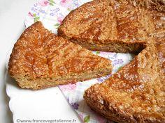 Gâteau breton végane  GÂTEAU BRETON (VÉGÉTALIEN, VEGAN) October 13, 2016 Pâtisserie bretonne incontournable, le gâteau breton est une sorte de biscuit rond, très dense, d'un diamètre d'une vingtaine de centimètres pour une épaisseur de trois à quatre. La croûte est dorée, striée de croisillons. Sa texture jaune, friable et granuleuse, participe à sa typicité autant que son goût qui lui vient du gras (de la margarine végétale en remplacement du beurre demi-sel) mélangé au sucre, à la farine…