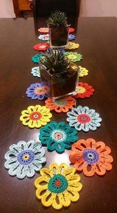 Best 11 Lil Cute Crochet Flowers pattern by Diva Stitches Crochet Diy Crochet Tablecloth, Crochet Diy, Crochet Table Runner, Crochet Home, Love Crochet, Crochet Motif, Crochet Crafts, Crochet Doilies, Crochet Stitches