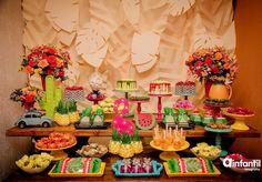 #mulpix Festa Tropical com cores lindas e painel super bacana, adorei! Por @afadamadrinhaoficial ☀️  #kikidsparty .  #Repost @afadamadrinhaoficial ・・・ Tropical Party para @nayanaaldayuz e @gracielaaldayuzoficial  Painel em Scrap folhas + Decoracao + Scrap 3D + Personalizados de luxo + lembrancinhas: @afadamadrinhaoficial Fotos: @ainfantilfotografia Bolos modelo Drip Cake + Carrinho de brigadeiro Gourmet: @meuchocolate_oficial Mobiliário: @surpreendasefestas Peças: @santa_...