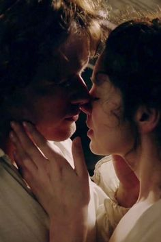 Caitriona Balfe and Sam Heughan in a steamy #Outlander scene