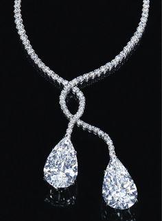 diamond necklace by Harry Winston Diamond Solitaire Necklace, Diamond Pendant, Diamond Jewelry, Diamond Necklaces, Statement Necklaces, Bling Jewelry, Jewelry Box, Jewelry Accessories, Jewlery