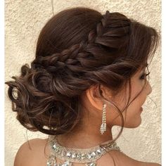 Makeup & Hair Ideas: 45 Gorgeous Quinceanera Hairstyles — Best Styles for Your Celebration!… hochzeitsfrisuren photo 2019 Makeup & Hair Ideas: 45 Gorgeous Quinceanera Hairstyles Best Styles for Your Celebration! Quince Hairstyles, Sweet Hairstyles, African Hairstyles, Formal Hairstyles, Celebrity Hairstyles, Braided Hairstyles, Layered Hairstyles, Hairstyles 2018, Braided Updo