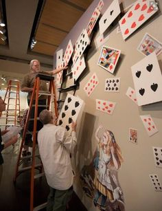 alice in wonderland wall #aliceinwonderland http://wallartkids.com/alice-in-wonderland-bedroom-ideas