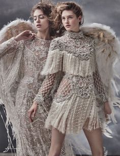 Mariano Vivanco Captures Heavenly Haute Couture for Vogue Russia Embracing fringe, the fashion editorial features embellished gown from Elie Saab (left) and mini dress from Balmain (right) Vogue Japan, Vogue India, Vogue Russia, Vogue Vintage, Vintage Fashion, Couture Mode, Couture Fashion, Runway Fashion, Haute Couture Dresses