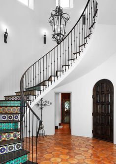 Savin for the stair tiles! Wrought Iron Stair Railing, Metal Stairs, Iron Railings, Spanish Style Homes, Spanish House, Spiral Staircase, Staircase Design, Steel Bed Design, Stucco Walls