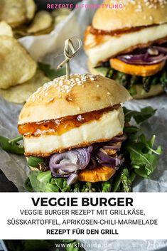 Der perfekte Veggie Burger für den Grill. Mit Grill Käse, Süßkartoffeln, Aprikosen-Chili-Marmelade, roten Zwiebeln, grünem Spargel, Salat und selbstgemachten Burger Buns. Dieser vegetarische Burger hat alles, was du suchst. Besser geht es nicht. Chili Burger, Burger Co, Hamburger, Food Photography Styling, Salmon Burgers, Great Recipes, Bbq, Veggies, Foodblogger
