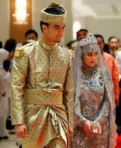 Princess Hajah Hafizah Sururul Bolkiah dressed in a crystal-beaded beige and silver gown her groom Pengiran Haji Muhammad Ruzaini wearing beige and gold brocade to complement his wife's ensemble.