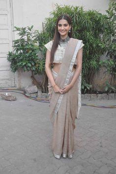 Sonam Kapoor thanks fans at 'Prem Ratan Dhan Payo' success bash. #Bollywood #Fashion #Style #Beauty #Desi #Saree